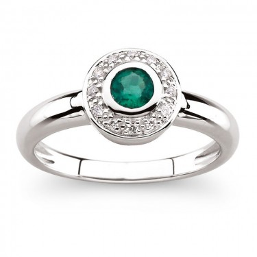 14kt White Gold Bezel Set Emerald Ring