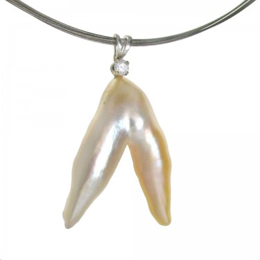 Angel Wing Pearl with Diamond